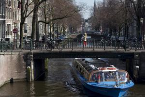 Passa på att se Amsterdams kanaler - de fyller 400 år under 2013.