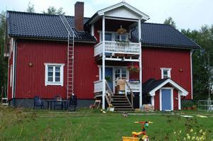 Det är det här av Henning Mankell inköpta huset i Överberg som nu ska inkvartera författarstipendiater.  Foto: Leif Eriksson
