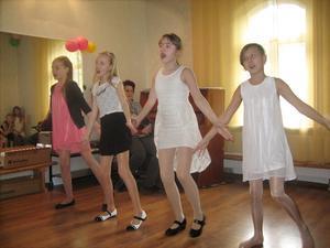 En konsert hölls till Anna-Liisa och Raimos ära vid det senaste besöket i Tartu. Barn sjöng och dansade.