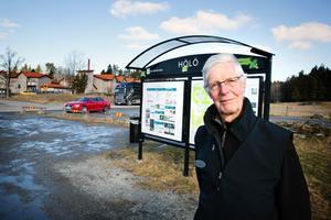 Jan-Olof Dackebro är glad över planerna på bostäder och butik i Wijområdet – men det får inte bara bli prat, säger han.