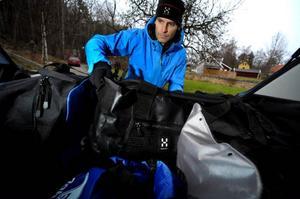 Tung packning ska placeras så nära ryggstödet och golvet som möjligt. Packa lätt i takboxen. En tungt packad takbox förändrar bilens köregenskaper väldigt mycket.   Foto: Janerik Henriksson/Scanpix