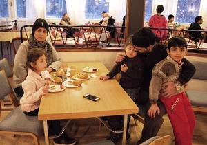 Familjen Labaite, Rawan, Semira, Riwan, Muhammad och Abbas, dansade ut julen på Fyren.