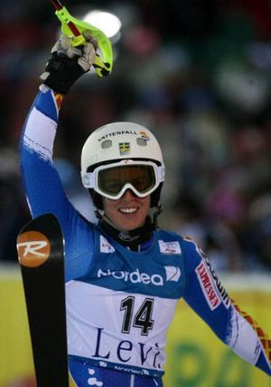 Maria Pietilä Holmner var strålande glad efter sin andraplats vid årets slalompremiär i världscupen i finska Levi. Det här var Maria PH:s första besök på prispallen i världscup-sammanhang.  Foto: GIOVANNI AULETTA / Scanpix