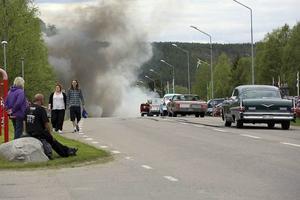 22 juni 2015. Cruising i Hede på midsommardagen. Vädret var väl sådär men bilarna glänste ändå, och en del kom det rök ifrån av någon anledning ...