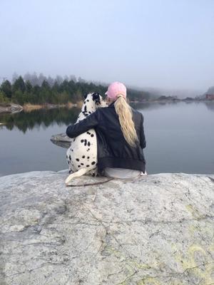 Josefine Zetterlund Thyr känner sig upprörd och ledsen efter att hon fått veta att hennes dalmatiner Stella avlivats.