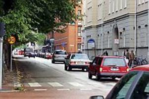 Foto: OLLE HILDINGSON Lugnare trafik. På N Kungsgatan söder om Staketgatan har medelhastigheten minskat till 33 km/tim sedan 30-zonen infördes. Mätningar före visade 40 km/tim