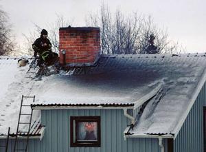 När vinterkylan slår till är risken för sotbränder större. Av alla eldsvådor i byggnader uppstår nästan var tionde  i skorstenen. Foto: Ingvar Ericsson