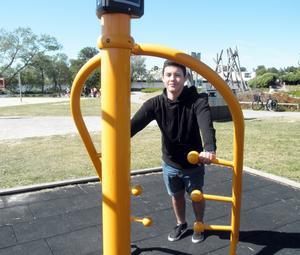 """Skadad motionär. """"Just nu kan jag inte träna så bra för jag har skadat handleden"""", säger Bryan Caro, 15 år."""