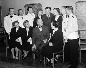 Bilden är tagen på Klippan 1953. Känner du igen någon av personerna?