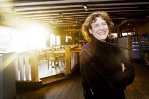 """SOM EN FAMILJ. """"Det här är en del av mitt liv, som en familj"""", säger Karin Formgren som äger Heartbreak Hotel, Gävles största krog."""