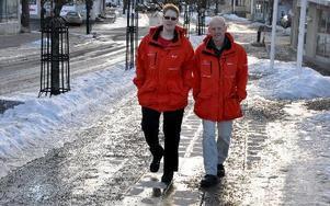 """Camilla Sandgren och Peter Östlund har varit """"föräldrar på stan"""" i två år. Nattvandrarna tunnas dock ut med tiden och nu behöver det förstärkning. FOTO: CHRISTER NYMAN"""