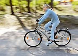 Uthållig tjej. Maria Johansson i klass 6 på Jupiter är den första som vunnit Andersbergsklassikern. En ny tradition på skolan där det gäller att klara långa sträckor på cykel, skidor, löpning och simning.