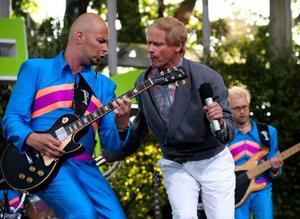 Robert Gustavsson borde hålla sig inom sitt område och inte driva med dansband, anser insändar-skribenten. foto: scanpix