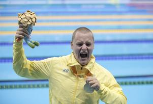 Karl Forsman med guldmedaljen i Rio.