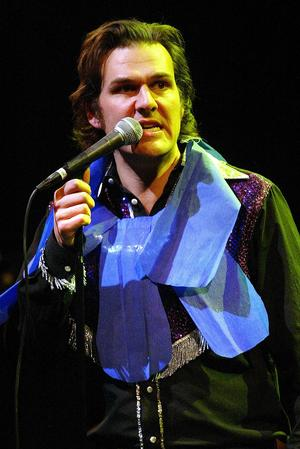 Erik Koskinen, här som medlem i en känd lokal trio, släpper nu nytt eget material för första gången på tio år.