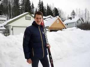 Johan Edin har genom en operation fått rätsida på sina axelproblem.