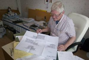 Ritningarna till Tommy Hindrikes lyxvilla i Åkersberga som Michael Ruth ritade på ABF:s arbetstid. Han skötte sedan även hela bygget och ABF betalade hans lön under tiden. Foto; Svante Isaksson