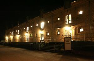 Den här vackra nattvyn vid Söderhamnsån ska matgäster i intilliggande Tullhuset kunna njuta av om planförslaget att bygga ut Tullhuset med en glasad restaurang aktiveras.