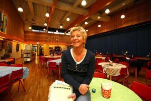 Föreståndare Christina Johansson-Thonman för Folkets Hus Söråker räknar med att inom kort börja bygga om matsalen till ett inomhustorg.