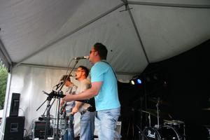 Käcken & Garefors trio från Bergsjö uppträdde.