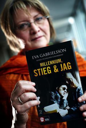 Många har skrivit böcker om Stieg Larsson och till slut kom också en av hans sambo Eva Gabrielsson. Hon skriver om ungdomen, livet med Stieg, hans död, Millenniumböckerna och arvstvisten.