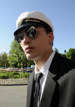 Joakim Karlsson dolde sina ögon bakom solglasögon.
