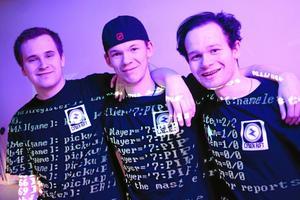 Cyber rift. Andreas Brundin, Emil Franzén och Erik Jäderqvist driver UF-företaget tillsammans med Christoffer Tapper.