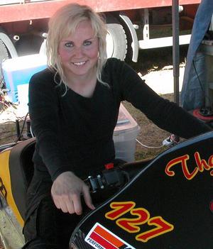 Älskar fart. Ragnhild Melting från Norge har fastnat för dragracing. Foto:Erika Hällberg