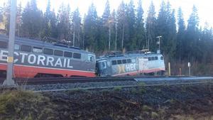 Under fredagskvällen spårade ett godståg ur vid Storflon, strax norr om Krokom. Läsarbild.