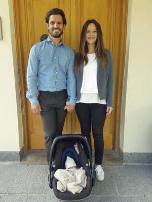 Stockholm 1 september 2017.Prinsfamiljen hemma på Villa Solbacken.Torsdagen den 31 augusti föddes Prins Carl Philips och Prinsessan Sofias son på Danderyds sjukhus. Prinsfamiljen har lämnat sjukhuset och är nu hemma på Villa Solbacken.