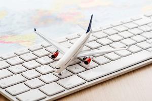 Jämför priser och läs resensioner på nätet innan du bokar din resa.