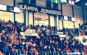 Klacken hade en hälsning till Jernberg också.
