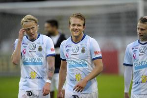 Anders Bååth och Jacob Ericsson till vänster tillhör de spelare i GIF som har en gps fäst i nacken under match.