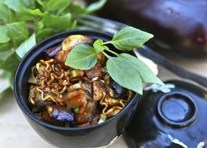 Champinjoner och aubergine ger en mustig smak.    Foto: Dan Strandqvist