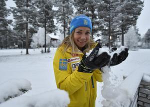Frida Hansdotter i finsk nysnö, redo att försvara segern i slalomcupen.