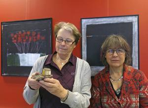 Birgitta Gidlund och Ingela Edkvist medverkar i Galleri Brynästorgets hus-utställning med keramik respektive måleri.