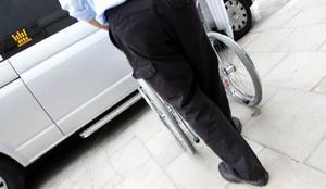 Det räcker inte med 26 resor på en månad för de som är mest handikappade om de har behov av att förutom att göra sina inköp, även ha ett socialt liv, skriver debattören.    Foto: Håkan Luthman