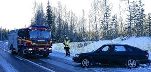 Räddningstjänsten vinschade upp bilen och föraren fortsatte sin färd söderut.