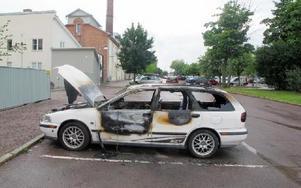 Skadegörelse genom brand. Natten mot torsdagen satte någon eld på en  Volvo V40 på Ovanbroparkeringen.