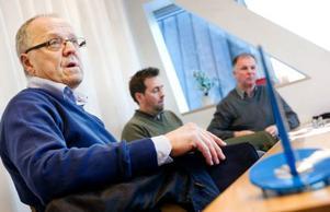 Kjell Wedin, Håkan Jonasson och Sten Holmberg jobbar som poliser och sitter med i Stöldskyddsföreningen. De tycker det är lite konstigt att skoterfolket inte visat mer intresse för att undvika stölder.Foto: Ulrika Andersson