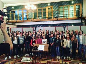 We R Singers i inspelningsstudion Xlevels.