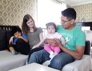 Storebror Zander Rask är inte odelat förtjust i att vara med på en familjebild, men mamma Ida, lillasyster Adina och pappa Marcus Rask är med på noterna.