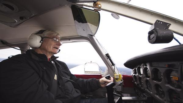 Känslan Rolf Hultelid fick första gången han flög helt själv var att han ägde världen. Och den känslan håller i sig än i dag över 40 år senare.