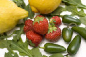 Jordgubbar, citroner, rucolasallad och jalapenos sätter smak på sommarens måltider.