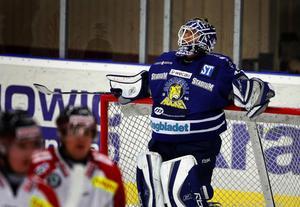 Jocke Lundström i Sundsvallsmålet fick 45 skott emot sig och släppte in fyra puckar, när Almtuna besegrade Sundsvall med 4–0.