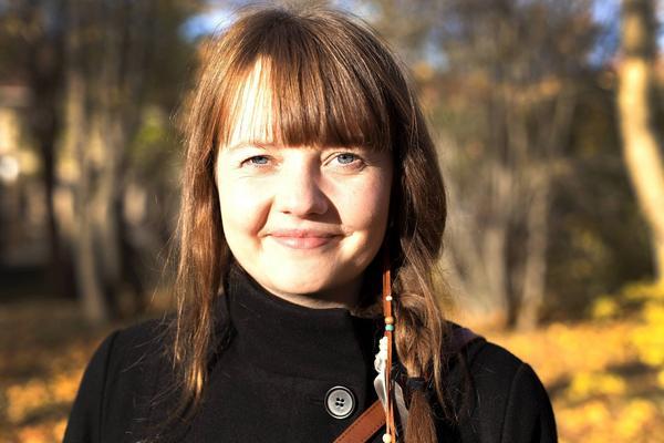 Ellen Sundberg spelar i Kluk.