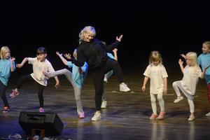 Annelie Nordin dansade tillsammans med Showkidz.