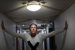 John Ajvide Lindqvist är en av Sveriges flitigaste författare. Snart ger han ut