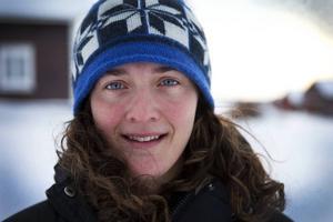 Bild: Annacarin Aronsson. Lina Hallebratt känner stort stöd från människor runt omkring henne.  Nyligen fick hon oväntad hjälp i en brant backe i Smålands skogar.