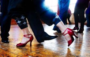 Skorna är viktiga i tango men klackhöjden varierar.